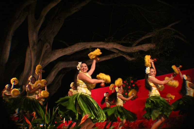 Moana\'s Hula Halau Dinner and Show 2014