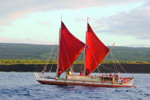 Hoku approaching Kalae
