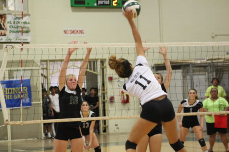 Girls Volleyball Sweeps Maui Prep at Home