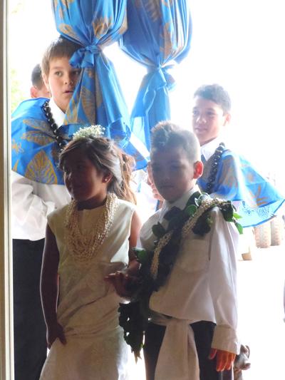 Maunaloa School Ni`ihau representatives and kahili bearers. Photo by Catherine Cluett